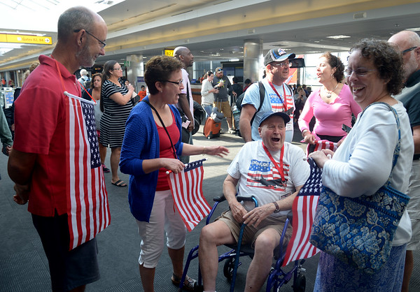 JIM VAIKNORAS/Staff photo Veteran James Hart shares a laugh with greeters at BWI airport in Baltimore.