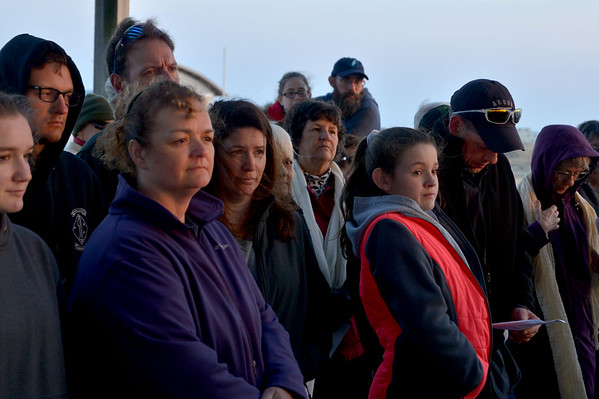 JIM VAIKNORAS photo Parishioners from the East Parish United Methodist Church in Salisbury and the Central Congregational Church in Newburyport celebrate Easter at a sunrise service at Salisbury Beach Sunday morning. About 100 people gathered to recite prayers and share sings as the sun came up.
