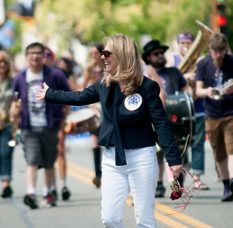 JIM VAIKNORAS/Staff photo Yankee Homecoming chairman Robin Johnson makes her way down High street in Sunday's Parade.
