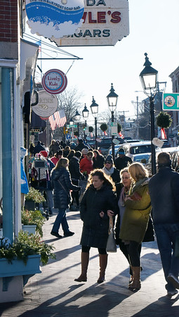 BRYAN EATON/Staff photo. With decent weather, students out of school and people on vacation, many people were in downtown Newburyport on Wednesday in restaurants, returning Christmas gifts or looking for bargains. Saturday could be busy as well as the temperature is forecast to get into the mid-50's after rain on Friday.
