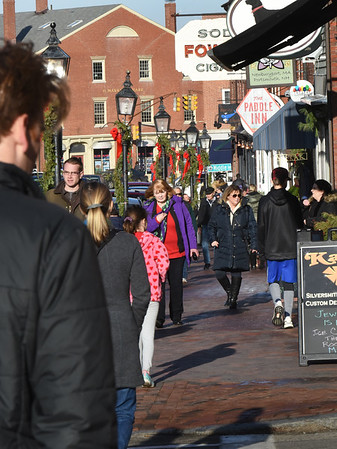 BRYAN EATON/Staff Photo. Downtown Newburyport was very busy Monday with last minute Christmas shoppers as the weather cooperated with the temperature hitting over 50 degrees. The nice weather stays through the weekend with daytime temeratures in the high 30's and low 40's.