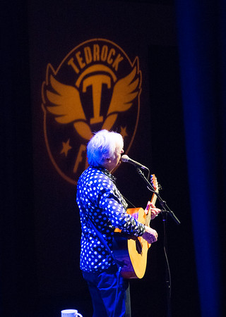 JIM VAIKNORAS/Staff photo Robyn Hitchcock performs at the Firehouse Saturday night. The sold out event benefited the Tedrock Fund, which raises money for children's music education.