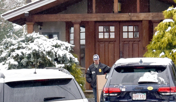 BRYAN EATON/Staff Photo. A DEA agent leaves Keith Ablow's office on Water Street in Newburyport with some items.