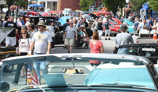 JIM VAIKNORAS/Staff photo Crowds and classic cars at the Amesbury Days Carriagetown Car Show in Market Square.