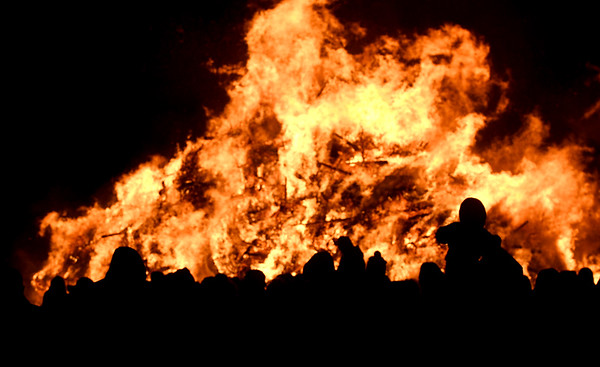 JIM VAIKNORAS/Staff photo A large crowd braves the cold to enjoy the Old Newbury Christmas Tree Bonfire at the Tendercrop Farm fields and Spencer Perce-Little Farm in Newbury Saturday night.