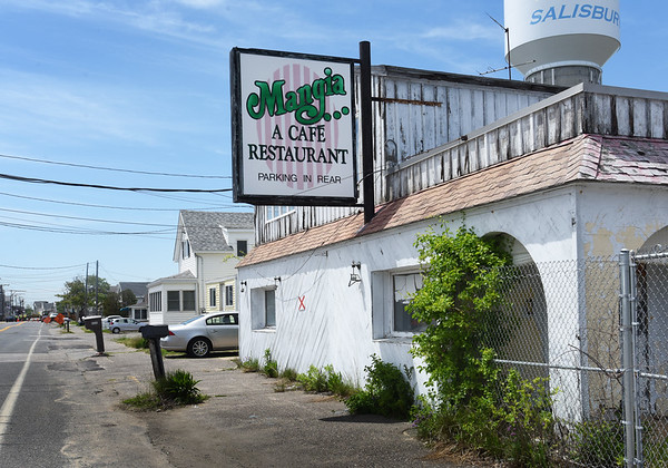 BRYAN EATON/Staff photo. The former Mangia Cafe on North End Boulevard at Salisbury Beach.