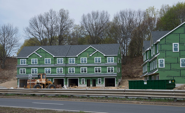 JIM VAIKNORAS/Staff photo Condos on rt 1 in Newburyport