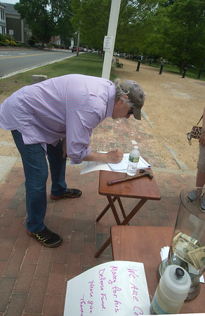 JIM VAIKNORAS/Staff photo Newburyport City Councilor Charlie Tontar sign a petition in front of Superior Court in Newburyport, in support of Lucas Goncalves de Oliveira Andrade, who was recently arrested my ICE.