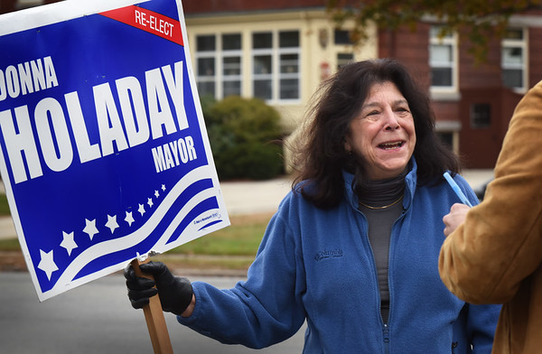 "BRYAN EATON/Staff photo. Newburyport Mayor Donna Holaday talks with the Daily News while campaigning at ""three roads"" with supporters on Sunday afternoon."