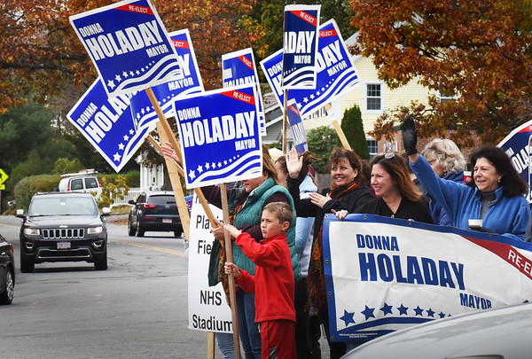 "BRYAN EATON/Staff photo. Newburyport Mayor Donna Holaday, right, waving to motorists at ""three roads"" with supporters on Sunday afternoon."