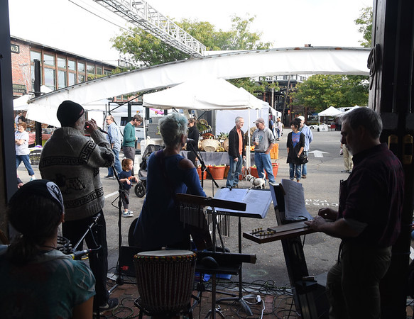 JIM VAIKNORAS/Staff photo New Earth Revival perform at the Newburyport Farmers Market at the Tannery Sunday morning.
