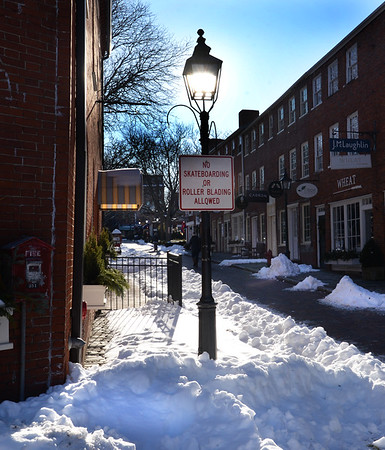 BRYAN EATON/Staff Photo. Despite the strong sunshine, the cooler temperatures kept pedestrians on Newburyport's Inn Street to a minumim on Monday. Temperatures do warm toward the end of the week into the low 40's, though rain is forecast as well on Sunday.