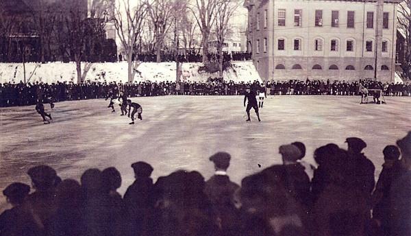 Newburyport: <br /> Hockey game at the Bartlet Mall, Valentine's Day in 1925.<br /> Photo by Handout/Newburyport Daily News. Wednesday, December 29, 2004