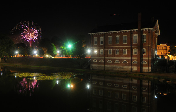 Newburyport: The Yankee Homecoming fireworks explode over the Bartlet Mall in Newburyport Saturday night. Jim Vaiknoras/Staff photo<br /> <br /> , Newburyport: The Yankee Homecoming fireworks explode over the Bartlet Mall in Newburyport Saturday night. Jim Vaiknoras/Staff photo
