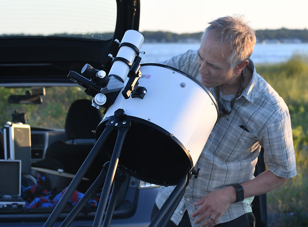 JIM VAIKNORAS/Staff photo Charlie Hall of Amesbury sets up his telescope at North Shore Amateur Astronomy Club (NSAAC) star party at Salisbury Beach Reservation.