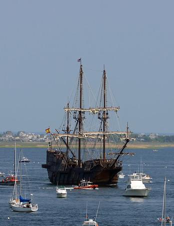 RYAN HUTTON/ Staff photo<br /> The Spanish tall sailing ship El Galeon pulls up into Newburyport harbor on Wednesday afternoon.