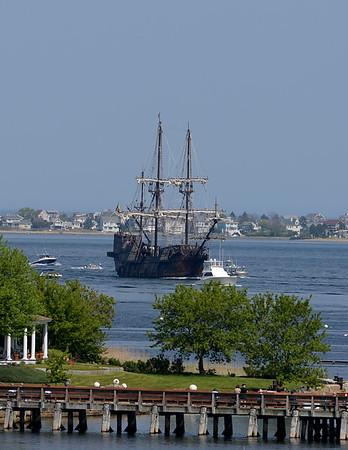 RYAN HUTTON/ Staff photo<br /> The Spanish tall sailing ship El Galeon pulls into Newburyport harbor on Wednesday afternoon.