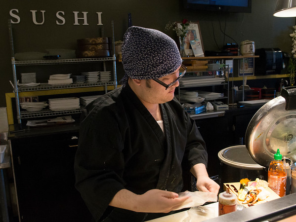 JIM VAIKNORAS/Staff photo Kosuke Takahashi owner of Hanna Japan in Newburyport makes sushi.
