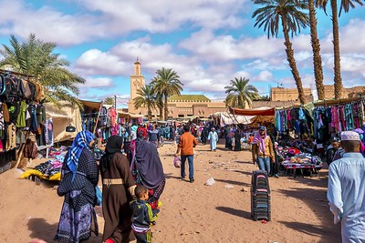 The weekly souk near the town's mosque.