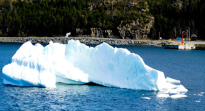 Iceberg with bergy bits broken off the right side