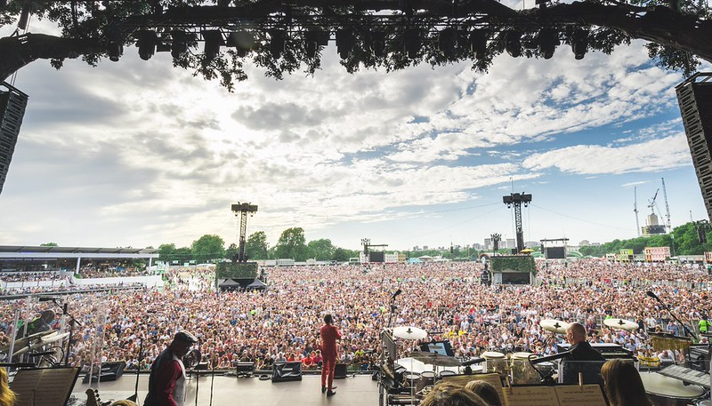 7/5/19 -  josh groban ‏Verified account @joshgroban 3m3 minutes ago  josh groban Retweeted BST Hyde Park  Thanks for having us, Hyde Park! And thank you to @celinedion!