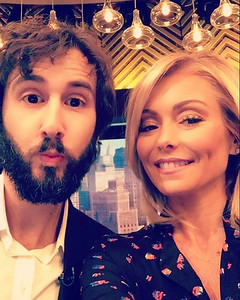 livekelly  9/26/16  The pretty/ beautiful #Snapchat filter! @JoshGroban #LiveKelly #JoshGroban #LiveKellyCohost