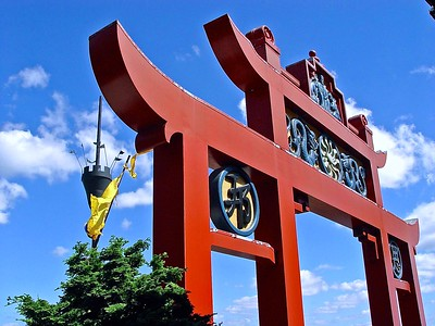 The gate in front of the Chinese Tea House.