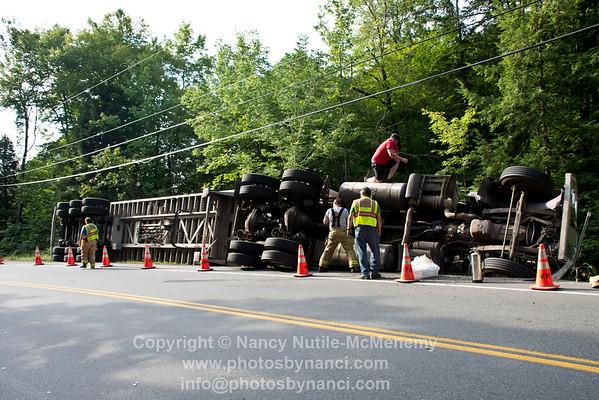 Tractor Trailer Overturned in Weathersfield