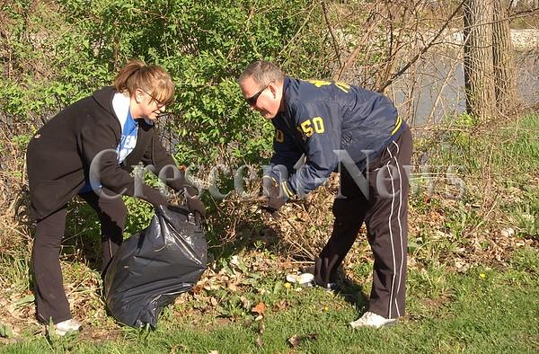 04-23-16 NEWS Defiance Parks Cleanup