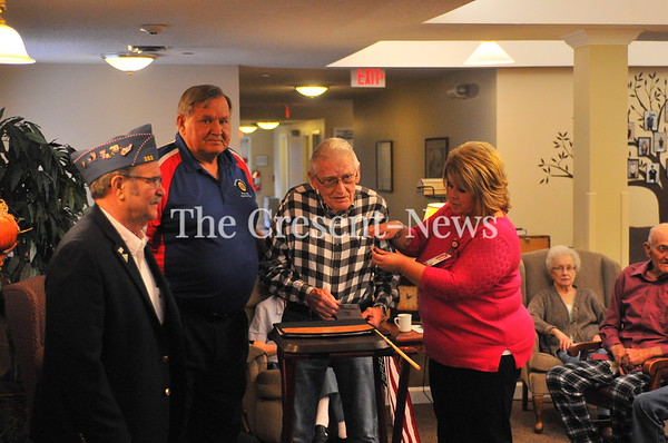 11-09-18 NEWS Veterans pin ceremony @ Kingsbury Place