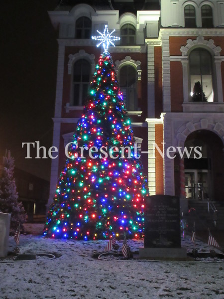 11-20-18 NEWS Courthouse tree