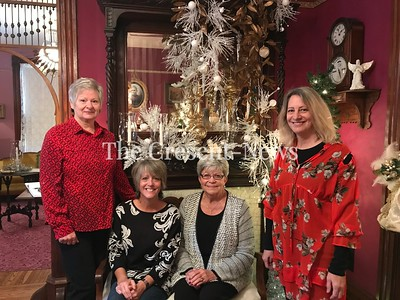 11-28-18 NEWS TL Henry Xmas open house