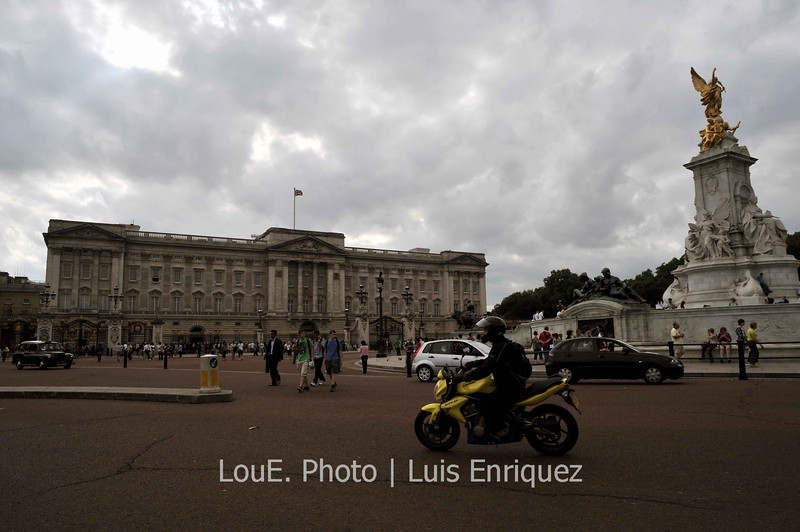 August 14, 2009<br /> <br /> Buckingham Palace<br /> London, UK<br /> <br /> Yes the Queen was home as she mentioned in our phone conversation.<br /> The last time I saw a picture of Buckingham Palace was when Prince Charles and Princess Diana got married and it felt really strange walking down The Mall where thousands of people camped out and stood along the street for hours just to get a glimpse of the royal couple.  I remember watching this on tv with my mom, who followed Princess Diana's every move, as if it were the most important piece of history happening before our eyes.  Then I excused myself and went to my room where I turned on the tv to watch a rerun of Charlies Angels.<br /> Rest in Peace Princess Diana and Farrah Fawcett.