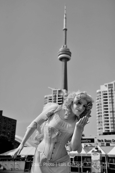 September 7, 2009<br /> <br /> Harbourfront, Toronto<br /> <br /> Turned out to be a sunny day after all and decided to take a stroll at the Harbourfront on this holiday Monday.  The usual tourists were out in full force and so were the local entertainers.  I don't think I have ever taken a picture of the CN Tower so here it is.