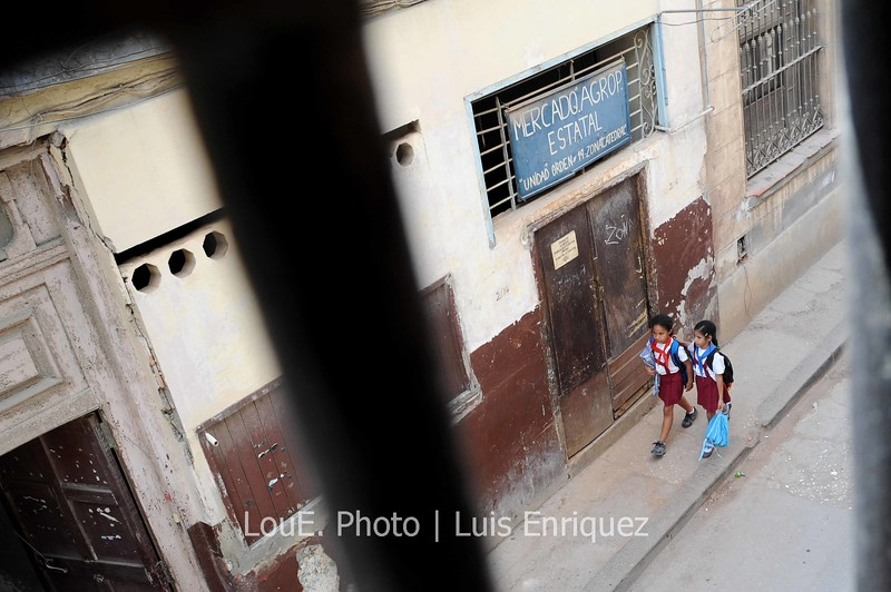 April 14, 2009<br /> <br /> Thank god for the new shoes!!<br /> This was taken late in the afternoon after a full day of walking around Old Havana.  The kids were just getting out of school and I was able to snap this shot from a balcony where a cool Mojita was being taken down.