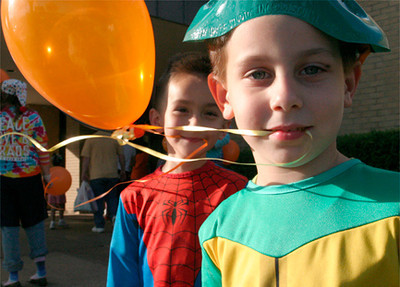 Skylar Heltelin, front, and Jack Edmonson play with their baloons Sunday afternoon during the Harvest Blessings Fall Fest held at Mobberly Baptist Church.  October 31, 2004.  Michael Cavazos/News-Journal Photo