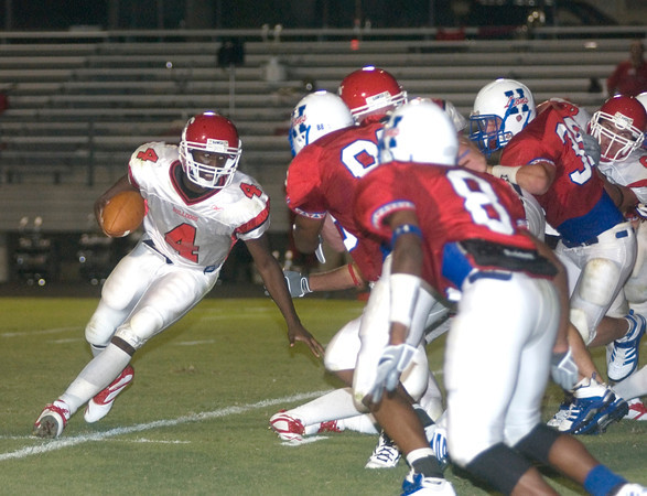 Marcus Bowman of the Carthage Bulldogs runs with the ball during the game against the Henderson Bulldogs at Lion Stadium in Henderson Friday night, September 1, 2006. (Luisa Morenilla/Longview News-Journal)