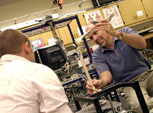 Dr. Roger Gonzalez, right, and student Josh Bowen discuss a project in the biomedical engineering research department at LeTourneau University on Tuesday, September 26, 2006. The National Institutes of Health has awarded the department $206,849 for their work. (Les Hassell/News-Journal Photo)
