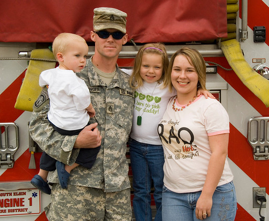 Welcoming home Army Staff Sgt (and South Elgin Firefighter) Billy Luchsinger