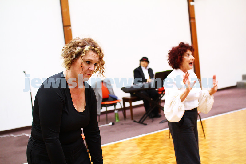 "25-5-15. Rehearsal for "" Ek Velt "" at the Kadimah. Elisa Gray (left), Evelyn Krape. Photo: Peter Haskin"