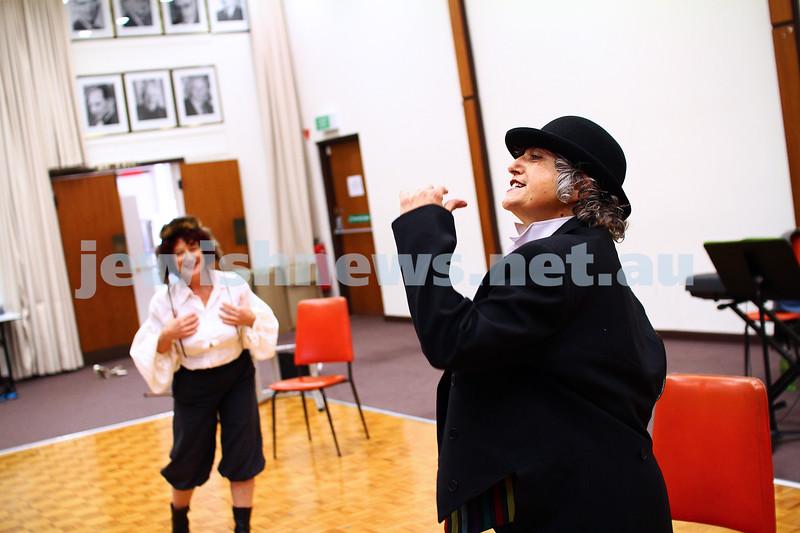 """25-5-15. Rehearsal for """" Ek Velt """" at the Kadimah. Evelyn Krape (left), Tomi Kalinski. Photo: Peter Haskin"""