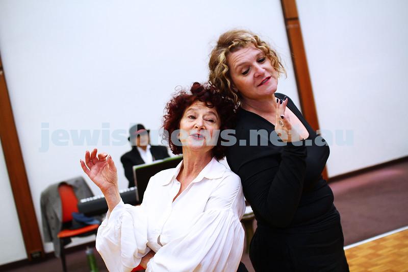 """25-5-15. Rehearsal for """" Ek Velt """" at the Kadimah. Evelyn Krape (left), Elisa Gray. Photo: Peter Haskin"""