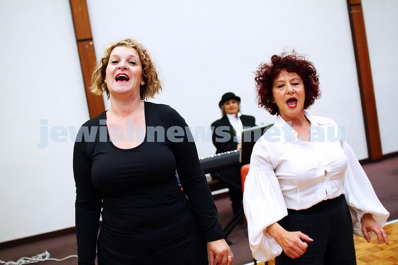 """25-5-15. Rehearsal for """" Ek Velt """" at the Kadimah. Elisa Gray (left), Evelyn Krape. Photo: Peter Haskin"""