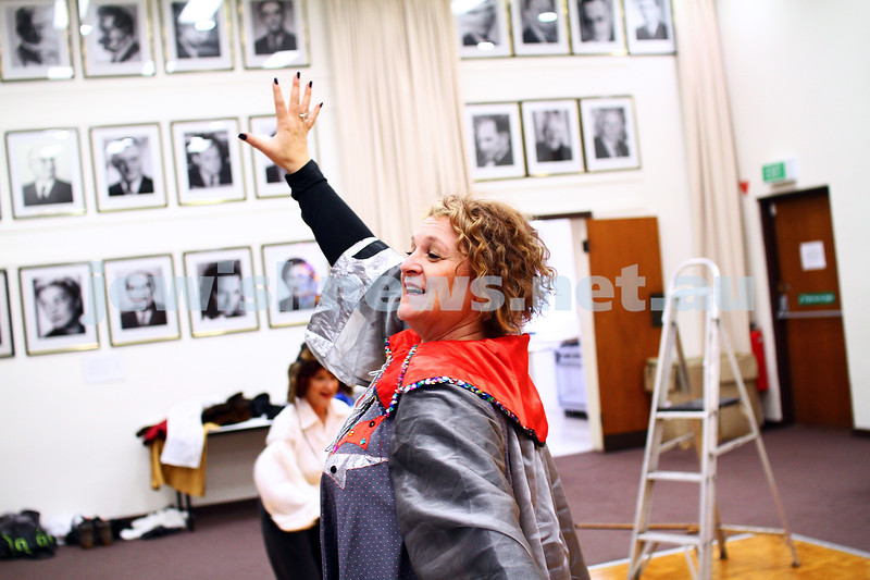 "25-5-15. Rehearsal for "" Ek Velt "" at the Kadimah. Elisa Gray. Photo: Peter Haskin"
