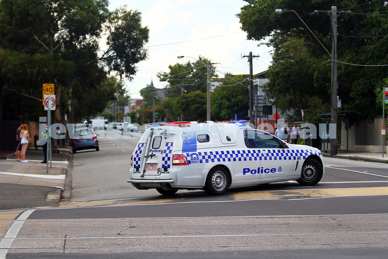 21-2-15. Bomb scare at Sephardi Synagogue, Hotham St. Police closed off Hotham St between Balaclava and Inkerman after a suspect package was found inside the Sephardi shul. Bomb squad soon determined it was just a soft esky with fruit in it. Photo: Peter Haskin