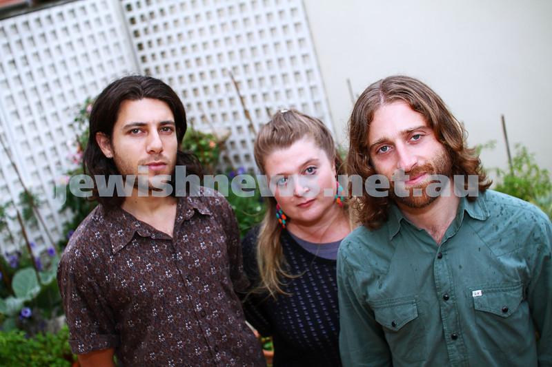 23-2-15. Bashevis Singers. From Left: Gideon Priess, Evie Gawenda, Husky Gawenda. Photo: Peter Haskin