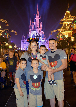 Seven-year-old Peyton Vanderpool, front center, poses with his family during his Make-A-Wish trip to Florida. Pictured, left to right: Bearrett Vanderpool, 9, Morganne Vanderpool, Westley Vanderpool, 2 and Jack Vanderpool.<br /> Courtesy photo