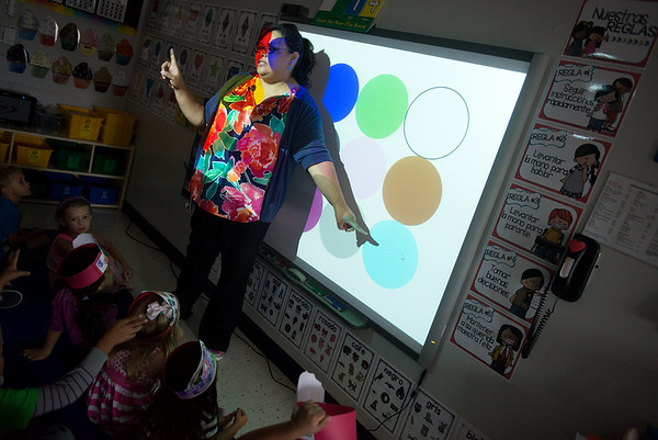 Globe/Roger Nomer<br /> Emeli Jimenez teaches her dual-language kindergarten class about colors on Wednesday at Fairview Elementary.