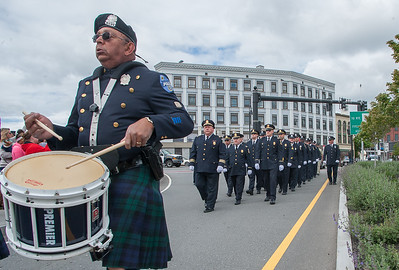 The Fitchburg Police marching contingent is led into Police Memorial Park by the Worcester Police Pipe Band. SENTINEL & ENTERPRISE / Jim Marabello