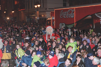 R9947129 U31 4:c Crowd Scene